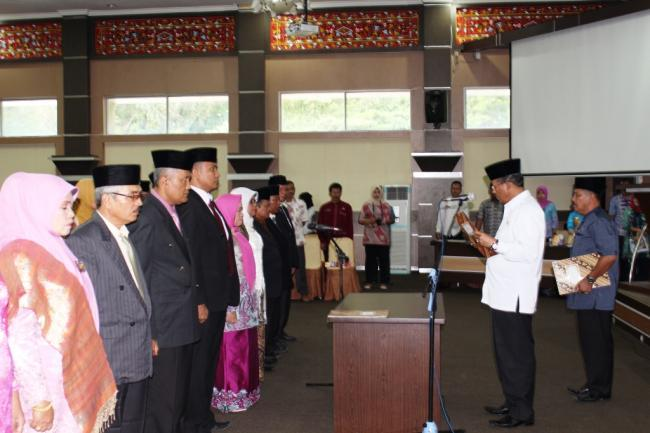 Bupati Melantik Pejabat Pimpinan Tinggi Pratama, Administrator dan Pelaksana Pada DISDUKCAPIL